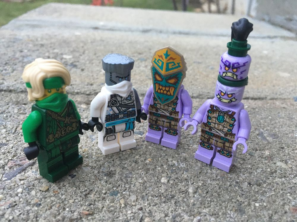 https://blog.bricksinmotion.com/content/images/size/w1000/2021/03/minifigs.jpg